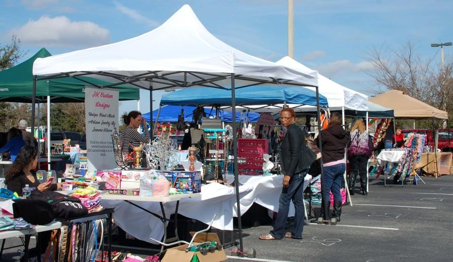 Advertising+and+high+vendor+turnout+did+not+lure+many+shoppers+to+support+TV+production+fundraiser.++