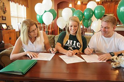 Senior Kelsey Hahn commits to swimming at Ohio University with parents.