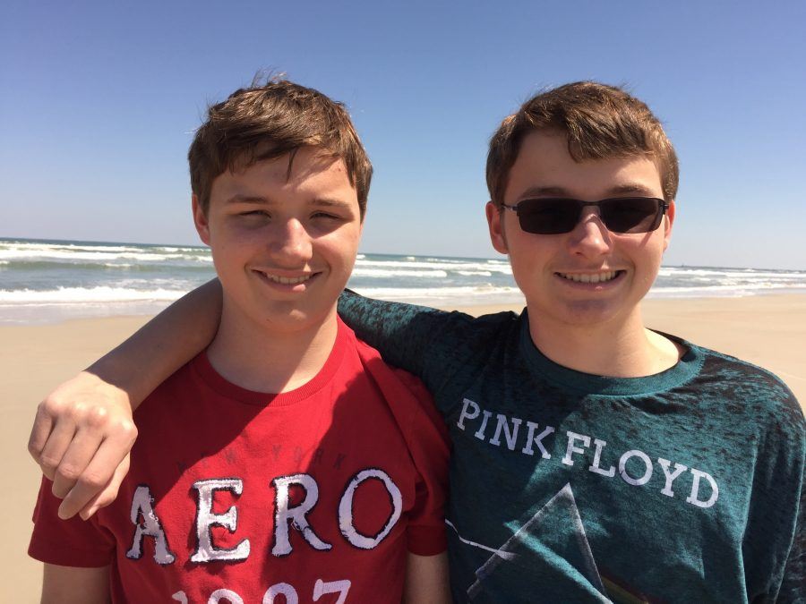 Sophomores+Cameron+and+Nicholas+Smith+spend+time+together+at+Cocoa+beach.+The+brothers+enjoy+spending+time+together+on+vacations%2C+including+at+beaches.