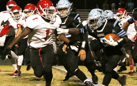 Football finishes 9-1, advances to playoffs