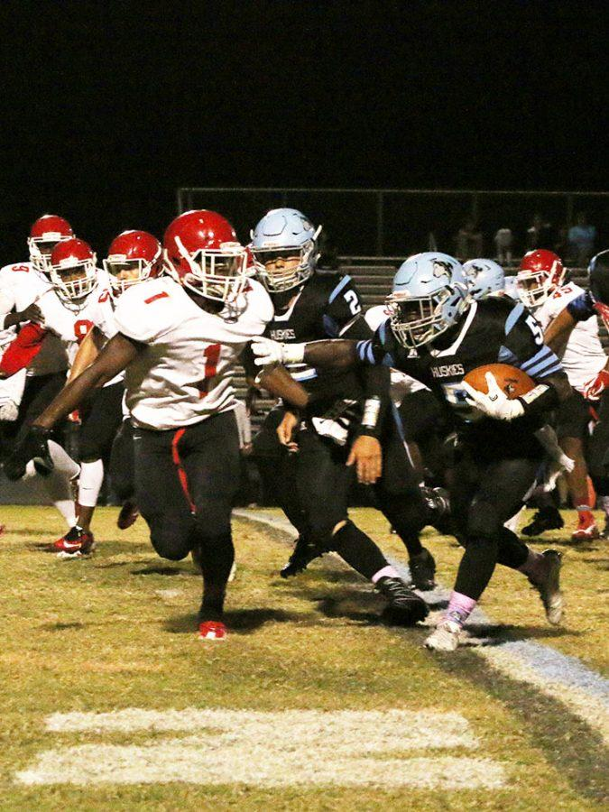 Running back Tony Felix carries the ball in the 51-0 win against Edgewater on Friday, Oct. 28. Felix and two other running backs, Tavis Thompson and Leo Gomez, each scored a touchdown in the game.