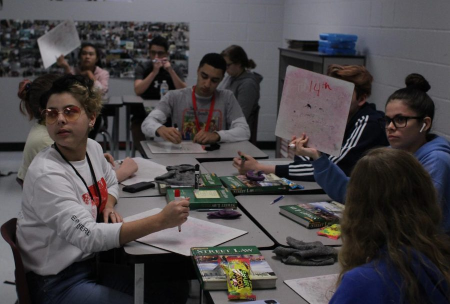 In Law Studies II, students do an activity regarding the amendments to the Constitution on whiteboards.