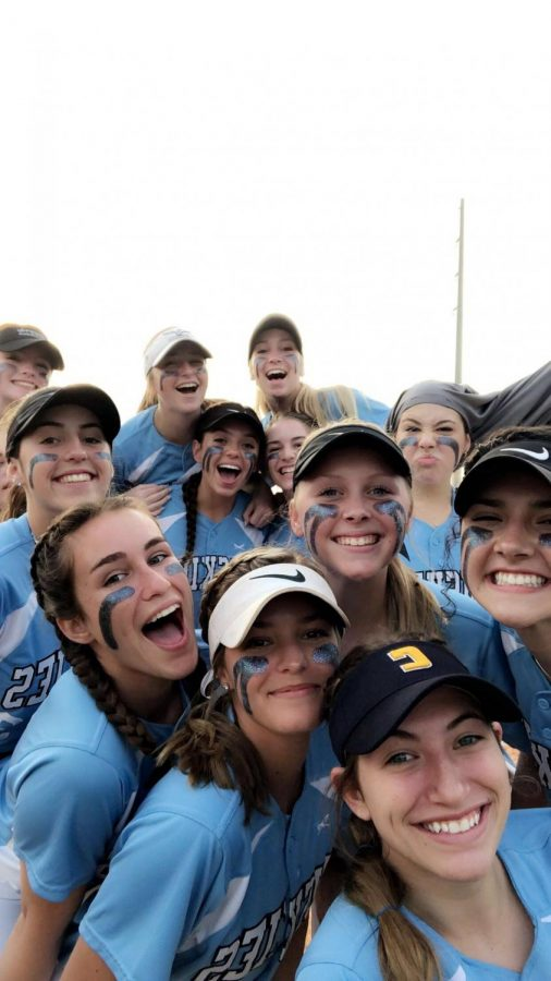 The team takes a big selfie before one of the games