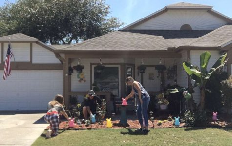 Junior Samantha Worsham and her family always decorate their yard for every holiday. Despite the quarantine effect, Worsham and her family continue to set up inflatable bunnies for Easter.
