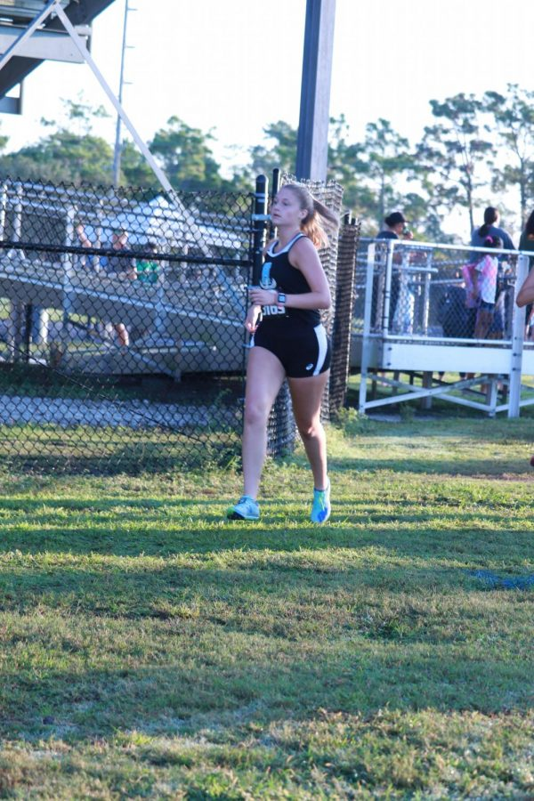Senior Käthe Wilken-Yoder finished top 25 with a 21:59 time. Her average mile is a 7:04.