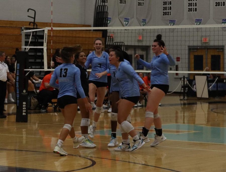 The+varsity+girls+volleyball+team+celebrate+after+outside+hitter+Brooke+Stephens+gets+the+kill.+The+team+then+proceeded+to+win+against+Oviedo.